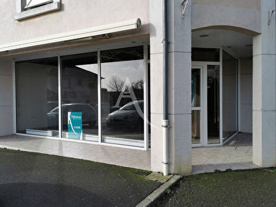 LOCAL COMMERCIAL BECON-LES-GRANITS 2 pièce(s) 95 m2